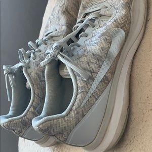 super cute silver nike tennis shoes